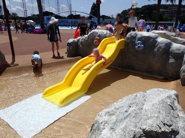 よみうりランドアンパンマンプール滑り台