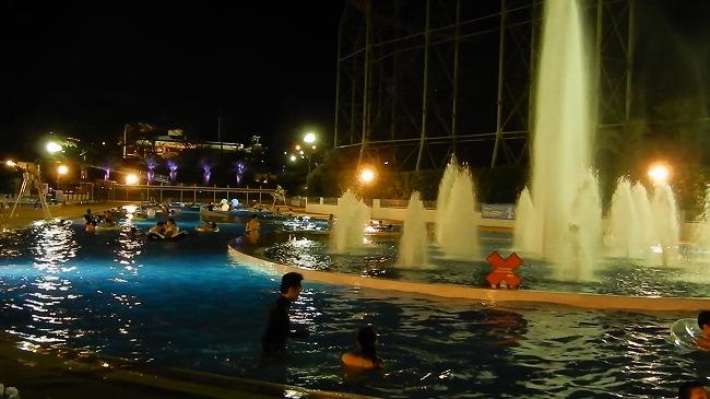 よみうりランドナイトプール-流れるプール